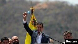 委內瑞拉領袖瓜伊多16日在北方城市瓦倫西亞出席反對馬杜羅總統的抗議集會