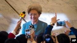 중국의 전국인민대표대회 푸잉 대변인이 4일 베이징 인민대회당에서 기자회견을 하고 있다.