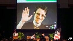 Эдвард Сноуден в прямом эфире из Москвы на форуме, при поддержке Американского Союза Гражданских Свобод (ACLU). Гавайи, 14 февраля 2015.
