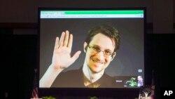 Edward Snowden aparece en un video en vivo desde Moscú en un foro patrocinado por la Unión Americana de Libertades Civiles (ACLU) en Hawaii, el 14 de febrero de 2015. El exempleado de la Agencia de Seguridad Nacional (NSA) que dio a conocer documentos sec