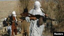 فرماندهان نظامی امریکایی گفته اند اکنون سربازان با حالت تعرضی، مواضع طالبان را هدف میگیرند