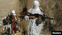 Militan Taliban di provinsi Nangarhar, Afghanistan (foto: dok). Militan Taliban bentrok dengan ISIS di provinsi Nangarhar.