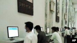 평양시 교육기관 내 제한된 컴퓨터 사용 (자료사진)