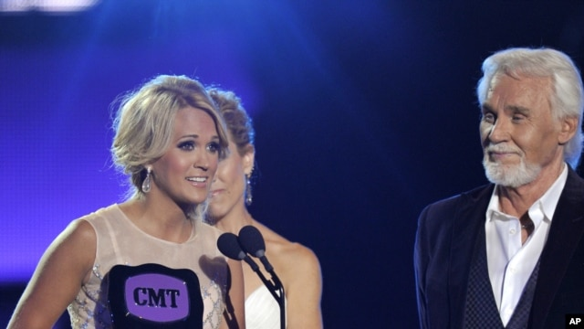 "Carrie Underwood, left, accepts the award for video of the year for ""Blown Away"" at the 2013 CMT Music Awards at Bridgestone Arena on June 5, 2013, in Nashville, Tenn."