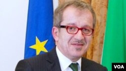 Menteri Dalam Negeri Italia Roberto Maroni