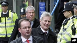 Britain's Labour Party's David Chaytor, center right, and Elliot Morley, behind him left, leave Westminster Magistrates Court in central London, Mar 2010 (file photo)