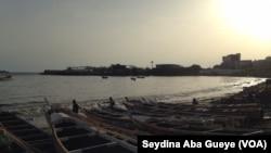 Le crépuscule à Soumbédioune, Sénégal, 16 septembre 2017. (VOA/Seydina Aba Gueye)