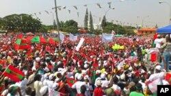 Apoiantes da UNITA durante uma manifestação em Luanda,a 19 de Maio de 2012 (Arquivo)