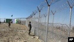 حکومت پاکستان تصمیم گرفته است که در امتداد خط ۲۵۰۰ کیلومتری دیورند حصار آهنی بلند کند