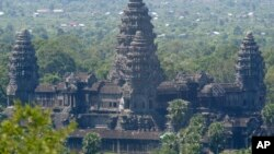 In this photo taken June 6, 2006, an overview of Angkor Wat temple tower, in Siem Reap province, the Cambodian main tourist destination in northwest of Phnom Penh, Cambodia. A replica of Cambodia's iconic 12th century Angkor Wat temple is being built on the banks of the Ganges River in eastern India. (AP Photo/Heng Sinith)