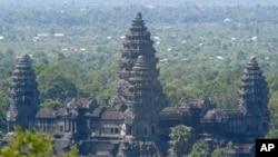 Đền Angkor Wat, Campuchia, được xếp hạng khu tưởng niệm tôn giáo lớn nhất thế giới.