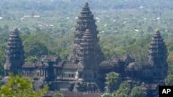 캄보디아 수도 프놈펜 북서부의 앙코르와트 유적지. (자료사진)