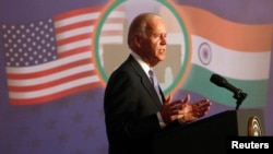 美国副总统拜登于2013年7月24日在孟买证券交易所发表演讲