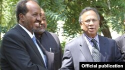 Hassan Sh. Mahamud iyo Shamsul Baari oo Muqdisho ku kulmay.
