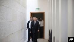 موشه کاتساو، رئیس جمهوری سابق اسرائیل که ۷۱ ساله است.