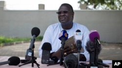 FILE - A July 26, 2013 photo shows former South Sudan VP Riek Machar speaking to the media to announce he will run for the presidency in 2015 against President Salva Kiir, who sacked Machar and his cabinet this week, Juba, South Sudan.