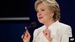 힐러리 클린턴 미 공화당 대선후보가 19일 라스베이거스 네바다대학에서 열린 3차 TV 토론에서 발언하고 있다.