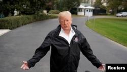 Predsjednik Trump daje izjave u dvorištu Bijele kuće