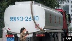 На Фото: цистерна з пальним у КНДР