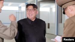 지난 6월 조선중앙통신이 공개한 김정은 위원장의 현지지도 장면 (자료사진)