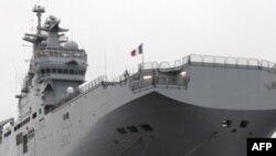 Tàu Mistral có khả năng tấn công vừa trên bộ vừa dưới nước, và chở được trực thăng