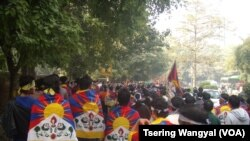 Tibetans march in support of the flame of truth relay