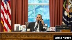 عکسی که کاخ سفید از زمان مکالمه تلفنی باراک اوباما با حسن روحانی منتشر کرده است.