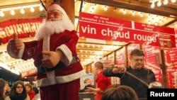 Chợ Giáng Sinh ở Strasbourg là một tryền thống lâu đời của người Pháp.