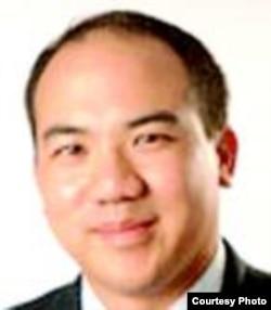霍夫斯特拉大学法学院教授古举伦
