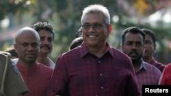 Kandidat pemilihan presiden dari Partai Rakyat Sri Lanka dan mantan kepala pertahanan masa perang Gotabaya Rajapaksa pergi setelah memberikan suaranya selama pemilihan presiden di Kolombo, Sri Lanka 16 November 2019. (Foto: Reuters / Dinuka Liyanawatte)
