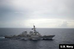 美国迪凯特号导弹驱逐舰在南中国海活动(资料照)