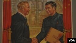 50年代中苏友好时期的宣传画 (美国之音白桦拍摄)