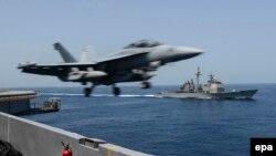 """美海军EA-18G""""咆哮者""""电子攻击机"""