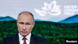 블라디미르 푸틴 러시아 대통령이 12일 블라디보스토크에서 열린 '동방경제포럼' 전체회의 에서 발언하고 있다.