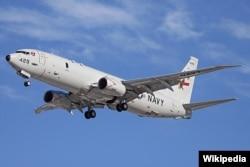Pesawat P-8 Poseidon Angkatan Laut AS, lepas landas di Bandara Perth. Pesawat ini ikut serta dalam pencarian Malaysia Airlines Flight 370. (Foto: Wikipedia)