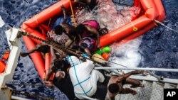 Las embarcaciones se hundieron en el sur de Italia el miércoles, el jueves y el viernes de la semana que pasó.