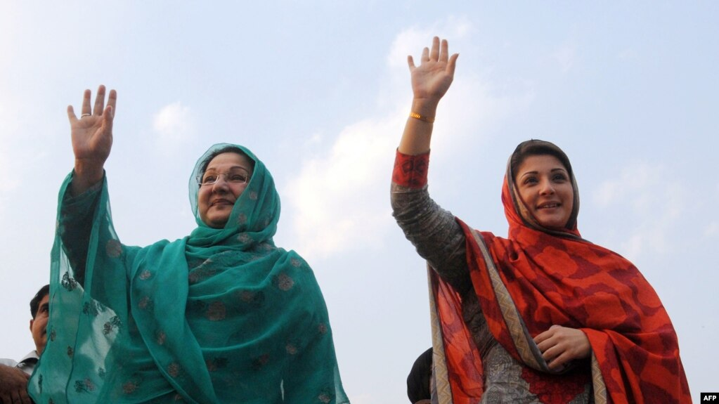 FILE - Kulsoom Nawaz (L), wife, and Maryam Nawaz (R), daughter former Pakistani prime minister Nawaz Sharif, wave to supporters at a campaign rally in Lahore, Pakistan, on May 4, 2013. Kulsoom Nawaz won her husband's parliamentary seat in a by-election Sunday.