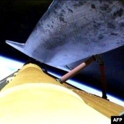 Raketa yonilg'i bakidan ajralmoqda