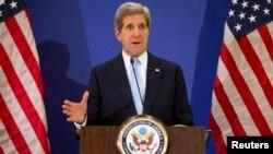"""美國國務卿克里4月21日結束在伊斯坦布爾的""""敘利亞之友""""會議後向媒體發表講話。"""