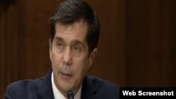 Eric Nelson daje izjavu pred senatskim Odborom za vanjska pitanja