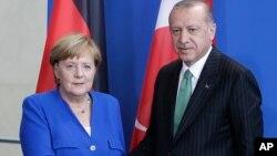 Tổng thống Thổ Nhỉ Kỳ Recep Tayyip Erdogan và Thủ tướng Đức Angela Merkel, tại cuộc họp báo ở Berlin, ngày 28/9/2018.