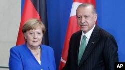 Almanya Başbakanı Angela Merkel, Türkiye'nin NATO açısından jeostratejik önemine dikkat çekti.