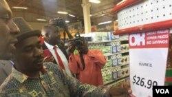 Umkhokheli webandla leMDC uMnu Nelson Chamisa ekhangela intengo yokudla koOK.