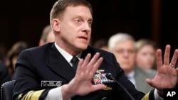 """El director del Comando Cibernético y la Agencia Nacional de Seguridad, Mike Rogers, dijo que ni el presidente Trump ni el secretario de Defensa le han otorgado """"autoridad adicional"""" para actuar."""