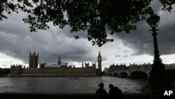 Under a lowering sky people view the Houses of Parliament from across the river Thames following Thursday's EU referendum result, London, June 25, 2016. Britain voted to leave the European Union after a bitterly divisive referendum campaign.