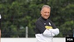 Huấn luyện viên đội tuyển Nhật Bản Alberto Zaccheroni