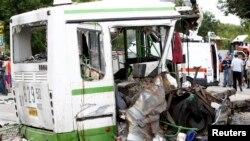 撞车后的巴士残骸
