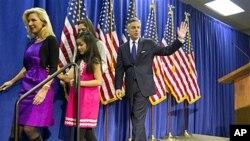 洪博培1月16日宣布退出美国总统竞选