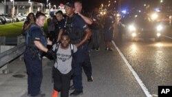 El jefe de la policía en Wellesley, Masachussetts, Terrence M. Cunningham, dijo que muchas veces han tenido que hacer cumplir leyes estatales o federales que no son de su agrado generando desconfiaza en las comunidades minoritarias.