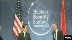 Predsjednik Kine Hu Jintao sa američkim predsjednikom Barackom Obamom na summitu o nukelarnoj sigurnosti u Washingtonu